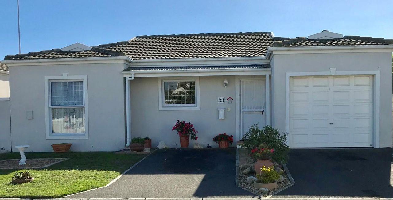 2 Bedroom Gated Estate For Sale in Sunningdale | Acutts Estate Agents